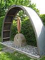 Heilige Barbara unter einem Profilstahlbogen in Buggingen.jpg