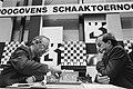 Hoogovensschaaktoernooi, 5e ronde Kortsjnoj (l) speelde tegen Beliavsky, Bestanddeelnr 933-2120.jpg