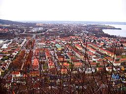 Udsigt over Huskvarna med det centrale Jönköping i baggrunden.