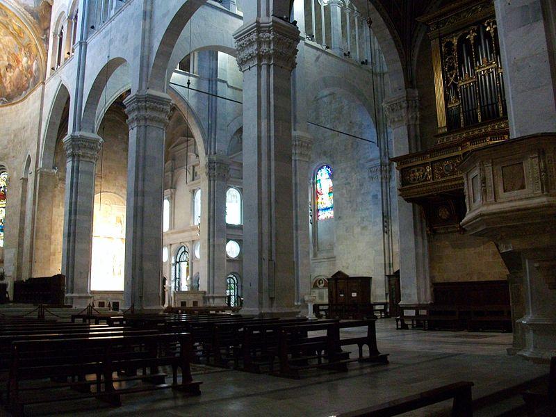 Interior del duomo de Lucca.JPG
