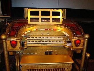 Ironwood Theatre - The restored 2/7 Barton Theatre Organ
