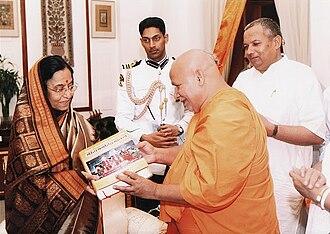 Tulsi Peeth edition of the Ramcharitmanas - Jagadguru Rambhadracarya presenting the critical edition of Ramacaritamanasa to the President of India, Pratibha Patil