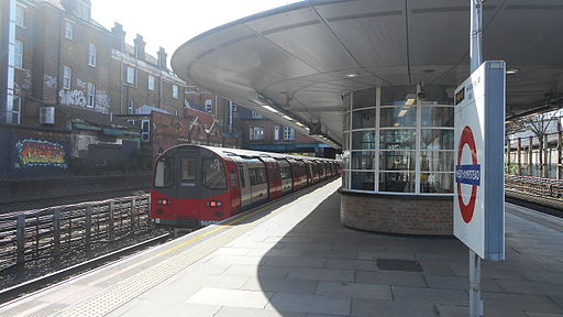 Jubilee Line train at West Hampstead tube station, April 2014