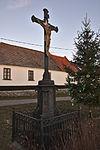 Kříž před kaplí, Suchdol, Vavřinec, okres Blansko.jpg
