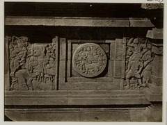 KITLV 28279 - Isidore van Kinsbergen - Relief with part of the Ramayana epic on the north side of Panataran, Kediri - 1867-02-1867-06.tif