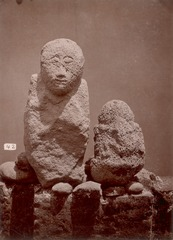 KITLV 87626 - Isidore van Kinsbergen - Sculptures at Lenggo near Tjiamis - Before 1900.tif