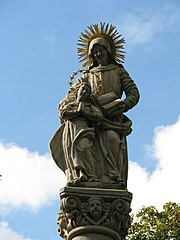 Kašna se sochou svaté Anny na sloupu