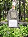 Kamienna Góra, pomnik Pionierów Ziemi Kamiennogórskiej na skwerze im. C.G.Langhansa.jpg