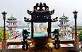 Kaohsiung Lotus Pond Qi Ming Tang Temple Räucherstäbchenhalter 2.jpg