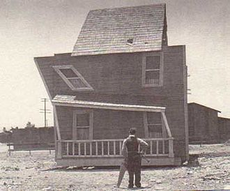 One Week (1920 film) - Keaton admires his build-it-yourself house