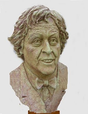 English: Ken Dodd: sculpted by Victor Heyfron,...