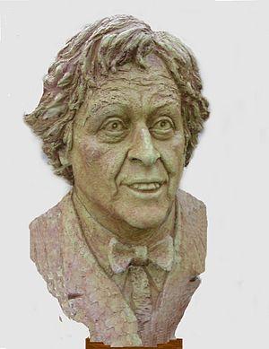 English: Ken Dodd: sculpted by Victor Heyfron,...