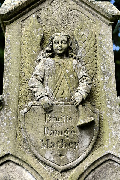 Detail vum Graf Damgé-Mathay um Kierfecht zu Meesebuerg.