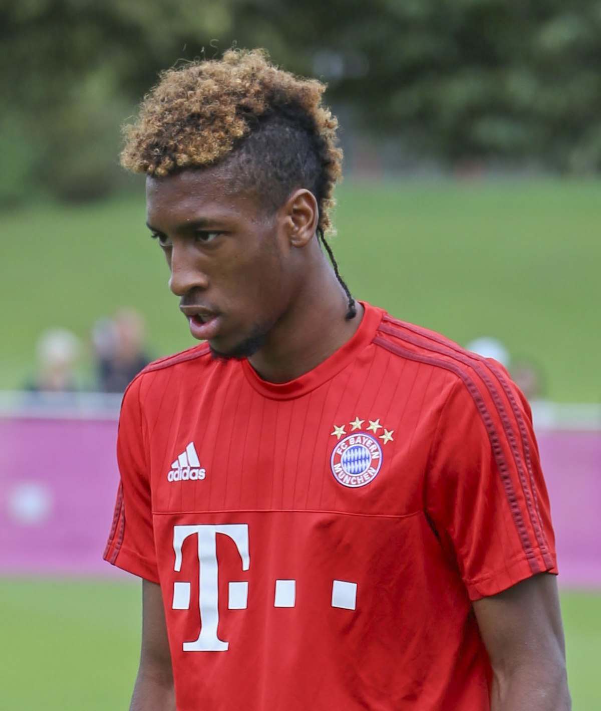 Kingsley Coman Training FC Bayern München-1 (cropped)-2.jpg