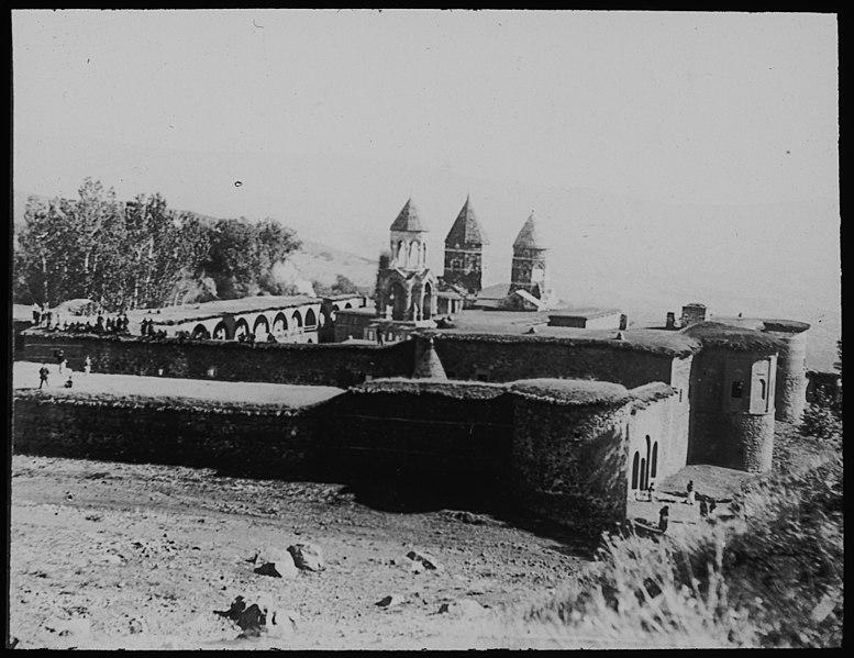 File:Kirke og kloster ved Musch - fo30141712180027.jpg