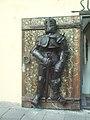 Knight armor in Tallinn old town.JPG