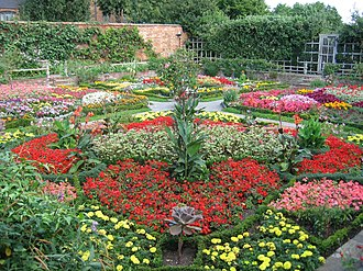 New Place - Image: Knot Garden at New Place Stratford upon Avon