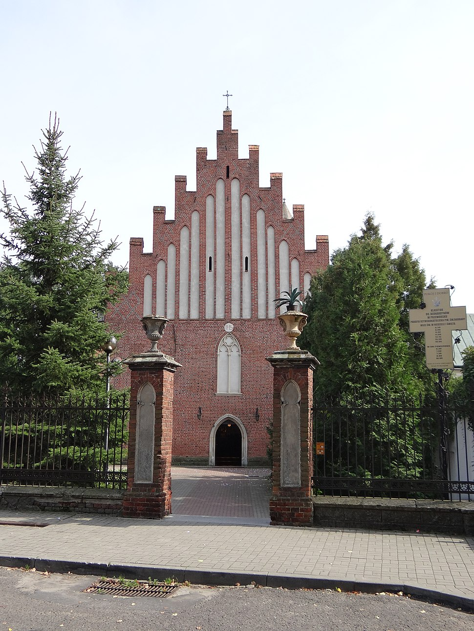 Kościół św. Barbary w Przeworsku fasada1