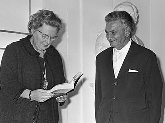 Tullio Vinay - Tullio Vinay with Queen Juliana in 1967