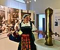 """Kurstadt Bad Mergentheim im Deutschordensmuseum. Marktfrau """"Kätherle"""" (Lydia Lauer) führt durch die Kurabteilung.jpg"""