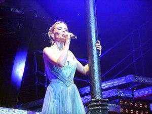 """Je ne sais pas pourquoi - Minogue performing """"Je ne sais pas pourquoi"""" during Showgirl: The Greatest Hits Tour (2005)."""