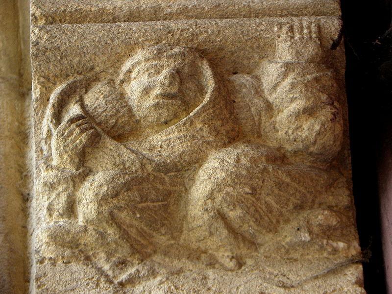 Corbeau gauche de la porte gauche. Portes jumelées du portail central de la basilique Notre-Dame de l'Épine (51).