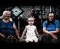 La bambina che non sapeva dovesse sorridere (5001084884).jpg