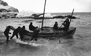 Frank Worsley - Launching the James Caird from the shore of Elephant Island, 24 April 1916