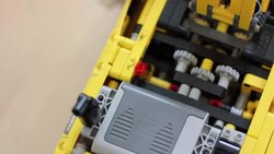 Fil:Lego Technic 8043 Motorized Excavator in Action.webm
