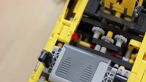 File:Lego Technic 8043 Motorized Excavator in Action.webm