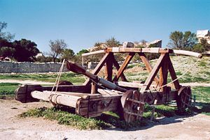 Les Baux-de-Provence - Reproduction of a ballista.