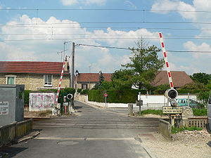 Glossary of rail transport terms - Boom barriers at a railway crossing in France
