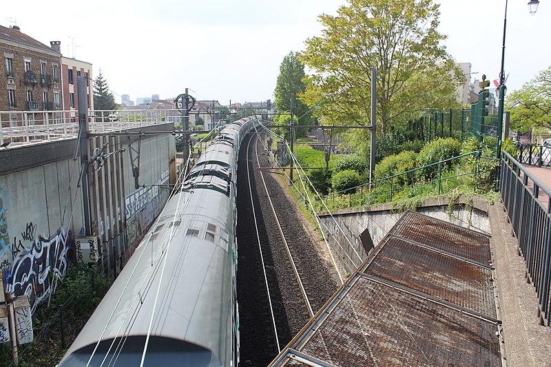 File:Ligne RER A près Gare Parc St Maur Fossés 5.jpg
