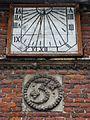 Lillers (Pas-de-Calais) maison de l'argentier PA00108335, cadran solaire et decoration.JPG