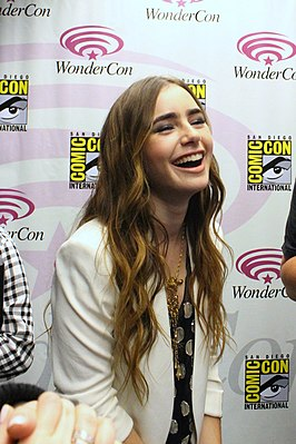 Zona: Scary TV Series 266px-Lily_Collins_Wondercon_2011