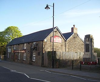 Nelson, Caerphilly - Lord Nelson Inn and war memorial