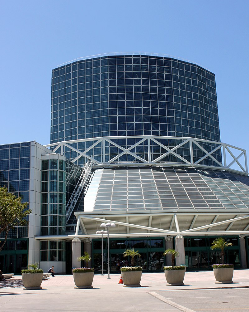 800px-Los_Angeles_Convention_Center_~_West_Wing_%287535547820%29.jpg