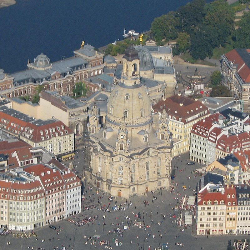 Luftbild Dresden Neumarkt Frauenkirche 2008.jpg