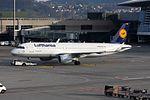 Lufthansa Airbus A320-214 D-AIZW (22046777803).jpg