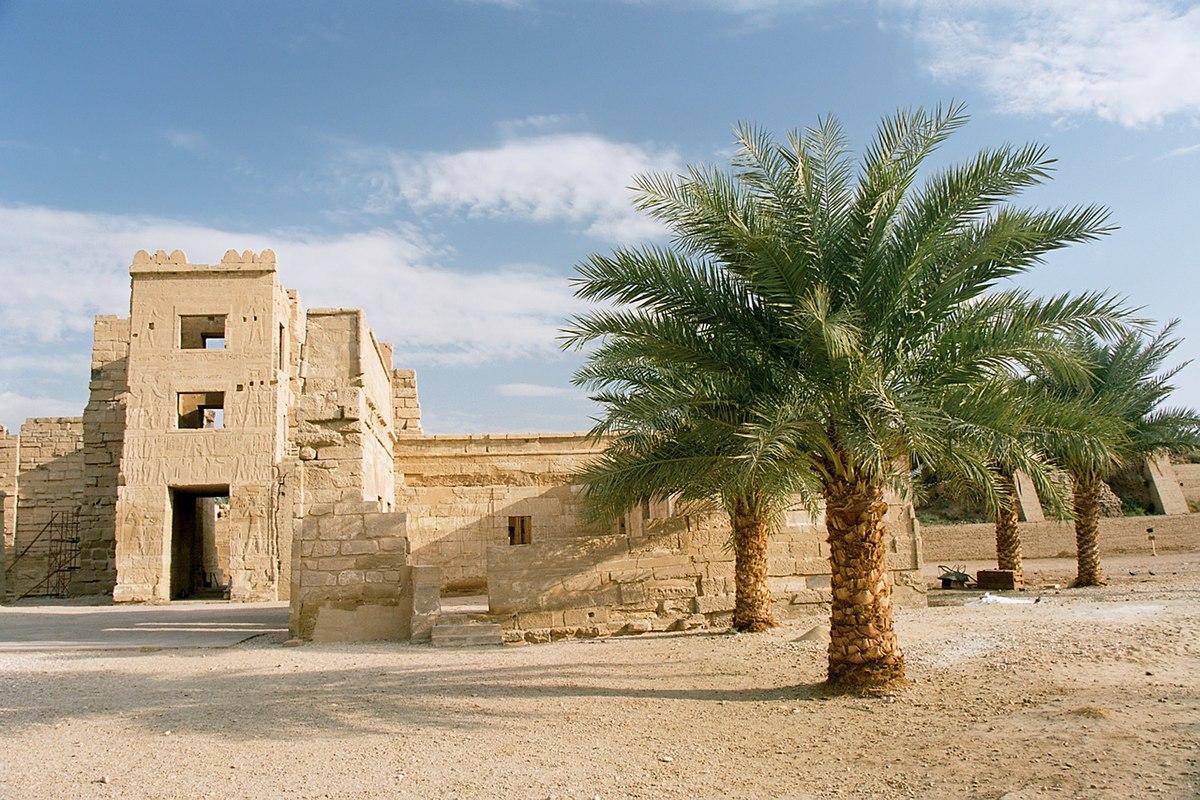 Luxor, Medinet Habu, Egypt, Oct 2004 B.jpg