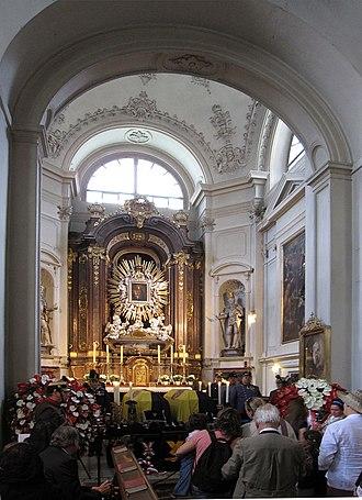 Capuchin Church, Vienna - Image: Lying in repose Otto von Habsburg Capuchin Church Vienna 3919