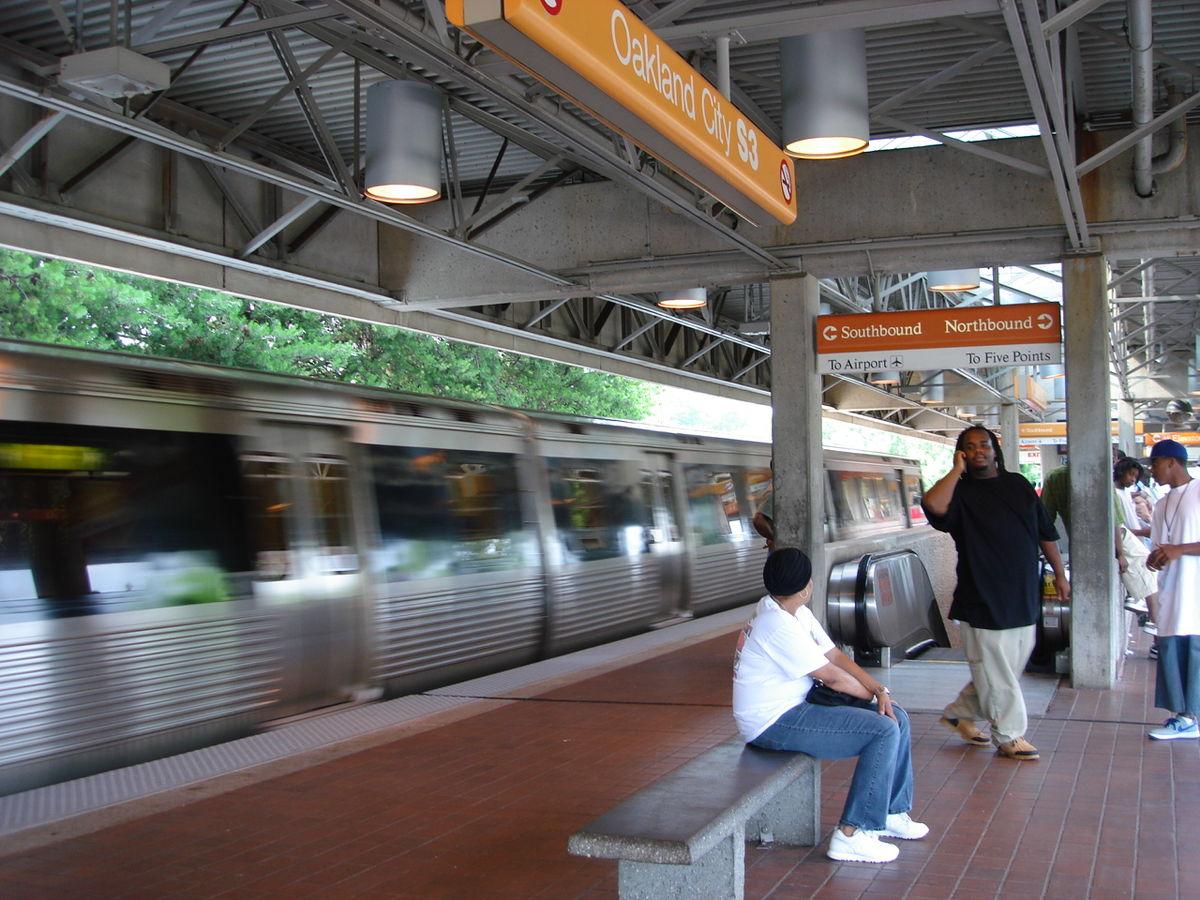 Mercedes Benz West Island >> Oakland City station - Wikipedia