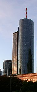 Maintower, Frankfurt, Twilight.jpg