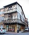 Maison pans bois 31 rue Gaulle Charlieu 1.jpg