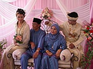 Malay singaporeans wikipedia malay weddingg junglespirit Images