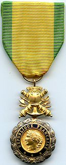 Medaille Militaire 5e Republique France.jpg