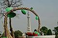 Minar-e-Pakistan Damn cruze DSC 0017a.jpg