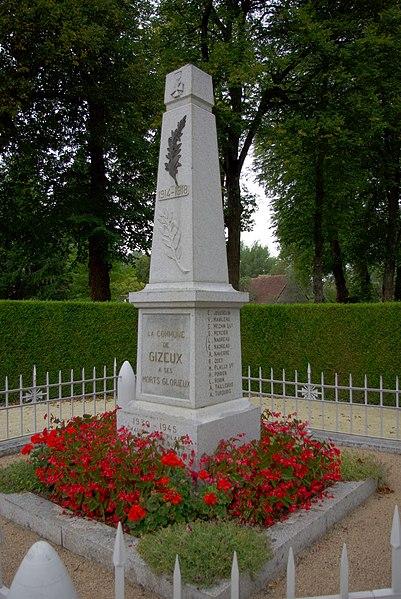 Monument aux morts de Gizeux. 1914-1918 E. Jousselin V. Mabileau E. Mechin      SLi G. Mercier L. Nadreau E. Nadreau A. Naverre R. Odet M. Plailly       Sgt H. Poirier L. Robin A. Taillebuis  A. Turquois