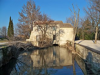 A mill on the Vaucluse Canal in the Pont des 2 eaux district Moulin Parc chico mendes 6.jpg