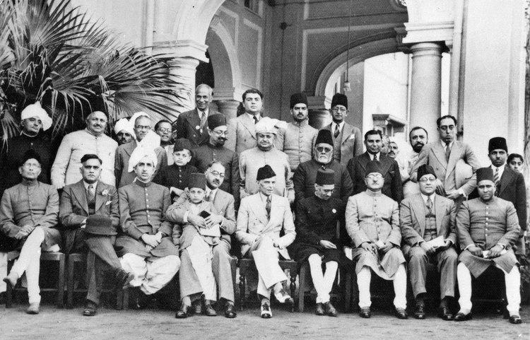 Muslim League leaders after a dinner party, 1940 (Photo 429-6)